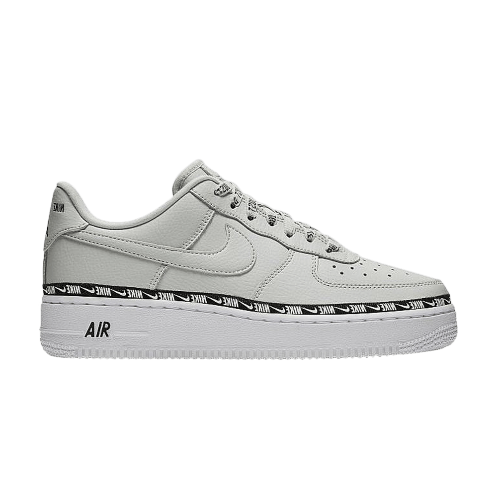 Wmns Air Force 1 07 SE Premium 'Light Silver' Nike