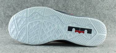7b779e11c54 Max LeBron 11 Low  Independence Day  - Nike - 642849 614