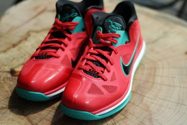 5c9934392e1 LeBron 9 Low  Liverpool  - Nike - 510811 601