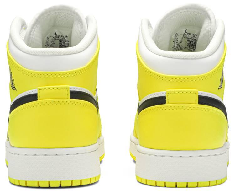 Oxidado Cuestiones diplomáticas tuberculosis  Air Jordan 1 Mid SE GS 'Rose Patch - Dynamic Yellow' - Air Jordan - av5174  700 | GOAT